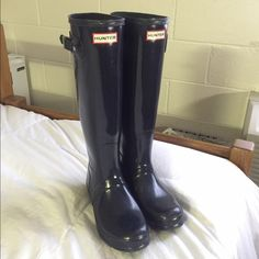 Navy Gloss Hunter Rainboots Perfect condition: only worn twice. No wear and tear. Just wanting some short ones! 39 Euro fits like a US women's size 8! Hunter Boots Shoes Winter & Rain Boots