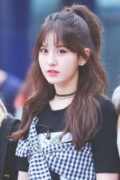 hairstyle somi uploaded by May on We Heart It Hair Style Girl pop hair style girl Blonde Balayage Highlights, Kpop Girl Groups, Kpop Girls, Korean Beauty, Asian Beauty, Korean Makeup, Korean Bangs, Natural Hair Styles, Short Hair Styles