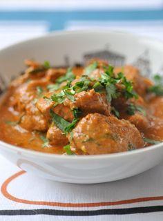 Curry en cours de préparation Curry d'agneau : Keema Matar & agneau Korma Vendredi dernier, j'ai eu le grand plaisir de cuisiner à la maison avec Sanjee du blog Bollywood Kitchen. Depuis toujours, je suis très intriguée par la cuisine indienne et rien ne vaut le fait de cuisiner avec...
