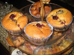 Ζουζουνομαγειρέματα: Κεκάκια με κεράσια, κόκκινα ,τραγανά, πεντανόστιμα!!! Muffins, Cupcakes, Breakfast, Food, Morning Coffee, Muffin, Cupcake Cakes, Essen, Meals