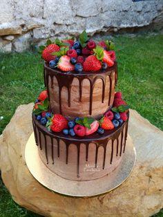 Fruit CAKE with chocolate drip. Ovocný DORT s čokoládovou polevou Fruit Wedding Cake, Wedding Cakes, Chocolate Drip Cake, Berry Cake, Just Cakes, Drip Cakes, Creative Cakes, Beautiful Cakes, How To Make Cake