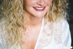 Mise en beauté coiffure et maquillage mariée à domicile  Crédit photo : mya marion