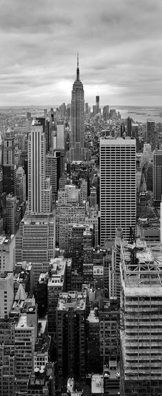"pg ""shed sent off to a writers school in New York City for a test that would confirm she had the right stuff."" this picture is the skyline of New York. its a very spectacular place to go to and look at. Black And White Picture Wall, Black And White Wallpaper, Black And White Pictures, New York Black And White, Black White, B&w Wallpaper, New York Wallpaper, Grey Wallpaper Phone, Purple Wallpaper"