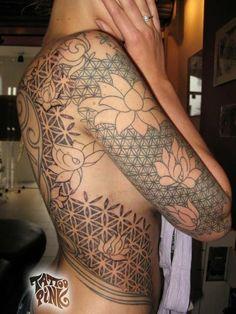 Flower of life/ sacred geometry tattoos Lotus Tattoo Design, Tattoo Designs, Life Tattoos, New Tattoos, Cool Tattoos, Amazing Tattoos, Flower Of Life Tattoo, Flower Tattoos, Yoga Studio Design