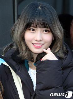 Nayeon, Kpop Girl Groups, Korean Girl Groups, Kpop Girls, Asian Woman, Asian Girl, Rapper, Kpop Girl Bands, Hirai Momo