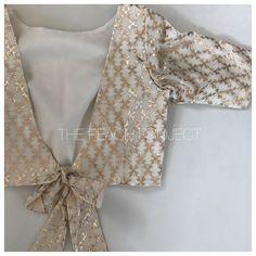 Bespoke alternative bridal wear and chic indian clothing. Sari's, Lehenga sets, crop tops, blouses, Sari blouses and custom Indian wear shipped worldwide! Choli Designs, Fancy Blouse Designs, Blouse Neck Designs, Blouse Styles, Sari Design, Stylish Blouse Design, Designer Kurtis, Designer Dresses, Wedding Sari