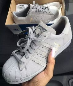 schuhe adidas grau nice nike schuhe style fashion superstar adidas superstar wildleder turnschuhe Source by Cute Shoes, Me Too Shoes, Women's Shoes, Shoe Boots, Shoes Sneakers, Sneakers Adidas, Grey Sneakers, Adidas Outfit, Roshe Shoes