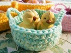 Mini Baskets of Remains - Crochet Pattern Easter Projects, Basket Decoration, Merino Wool Blanket, Animals And Pets, Free Pattern, Diy And Crafts, Baby Shoes, Crochet Patterns, Miniature