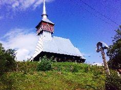 Biserica de lemn din Bradet Romania, Tower, Cabin, House Styles, Building, Travel, Home Decor, Rook, Viajes