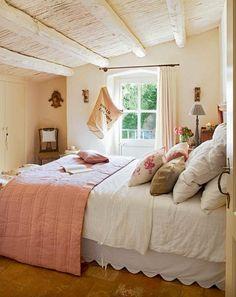 Casinha colorida: Com espírito romântico: quartos