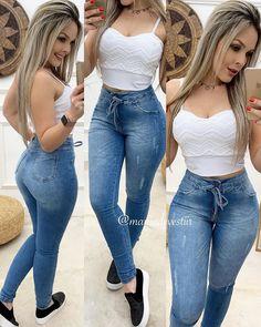 A imagem pode conter: uma ou mais pessoas, pessoas em pé e sapatos Swag Outfits For Girls, Teen Fashion Outfits, Girl Fashion, Girl Outfits, Baddie Outfits Casual, Cute Casual Outfits, Look Jean, Lil Black Dress, Sexy Jeans