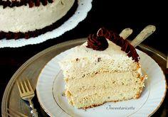 La Caramel Cake è una torta al caramello delicata e leggera. Si tratta di una chiffon cake, soffice come una nuvola, farcita di crema chantilly al caramell