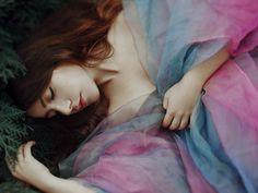 """""""Tenho dias de ventanias e tempestades...mas são nesses dias, que Deus senta ao meu lado e me sopra brisas..."""" -----------------* Adna Fonseca"""