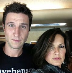 mariska hargitay / law and order svu, weird to see him and her in a selfie