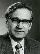 Richard Robert Ernst (*1933). Ordentlicher Professor für Physikalische Chemie. Nobelpreis für Chemie. Bildarchiv, ETH-Bibliothek, Portr_13862.