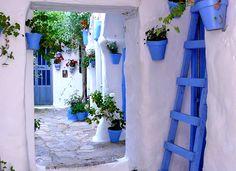 ❤❤❤ Copyrights unknown. Patio de una casa en el pueblo de Vejer de la Frontera, Cádiz.