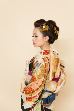 肩スレスレのボブヘアからのゆる日本髪風。 #ヘア#和装ヘア#縁-enishi- Japanese Wedding, Japanese Sexy, Japanese Kimono, Traditional Fashion, Traditional Outfits, Geisha Art, Short Wedding Hair, Japanese Outfits, Fashion Books