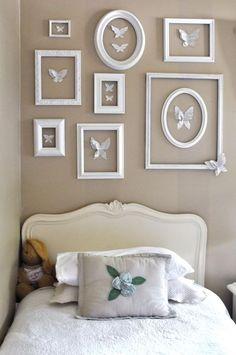 Είναι πολύ όμορφο και αγαπημένο θέμα, μικρών και μεγάλων παιδιών, είναι οι πεταλούδες! Ταιριάζουν πολύ σε όλα τα υπνοδωμάτια αλλά και στο καθιστικό και δίνουν ανάλαφρο τόνο στο χώρο. Στη φωτο επάνω έχει επιλεγεί το λευκό σαν χρώμα διακόσμησης, αλλά το αποτέλεσμα θα είναι εξίσου εντυπωσιακό με οποιοδήποτε άλλο χρώμα.Θα χρειαστείτε: Κορνίζες που θα βάψετε με λευκό [...]