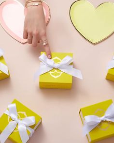 Explore our most popular gifts for her with Kendra's best selling gifts. Stop Motion Photography, Commercial Photography, Jewelry Photography, Creative Photography, Anim Gif, Mother Of Pearl Earrings, Best Gifts For Her, Ads Creative, Web Design