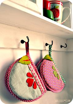 apple oven mitts - free tutorial and template