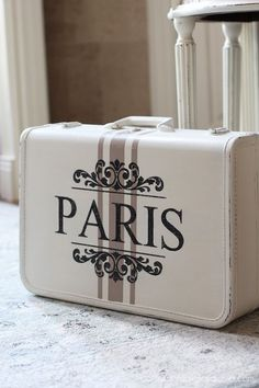Curbside suitcase makeover from Confessions of a Serial Do-it-Yourselfer. This i… Curbside suitcase makeover from Confessions of a Serial Do-it-Yourselfer. Cute Suitcases, Vintage Suitcases, Vintage Luggage, Painted Suitcase, Suitcase Decor, Decoupage Suitcase, Decoupage Box, Shabby Chic Furniture, Diy Furniture