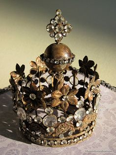 Santos Crown. Made for a doll or statue, but I think it would look nice as a decoration on bookshelf or in a table arrangement