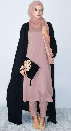 Plain Kimono Cardigan Fashion Inspirations for Hijabies – Girls Hijab Style & Hijab Fashion Ideas Muslim Women Fashion, Arab Fashion, Islamic Fashion, African Fashion, Modest Outfits, Modest Fashion, Modest Dresses, Fashion Dresses, Prom Dresses