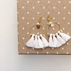 Gold earrings with white pompoms Earrings by Tassel Jewelry, Cute Jewelry, Jewelry Crafts, Jewelery, Handmade Jewelry, Bead Earrings, Tassel Earrings, Bijoux Diy, Schmuck Design