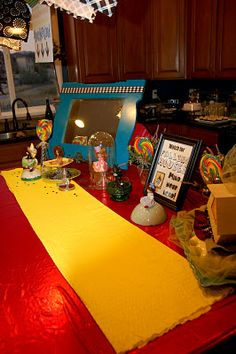 Wizard of Oz party Munchkin land table