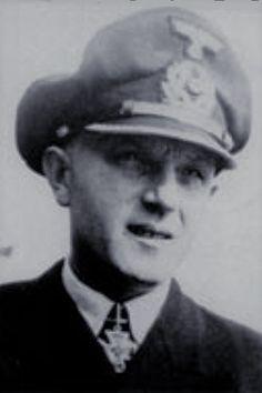 """Kapitänleutnant Carl-Friedrich Mohr (1907-1984), Chef 24. Minensuchflottille """"Karl Friedrich Brill"""", Ritterkreuz 11.03.1945"""