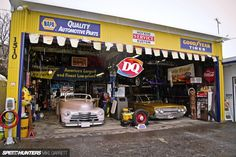 The Ultimate Car Hangout Spot? Old Garage, Garage Art, Man Cave Garage, Garage House, Garage Ideas, Garage Life, Garage Studio, Garage Workshop, Garage Organization