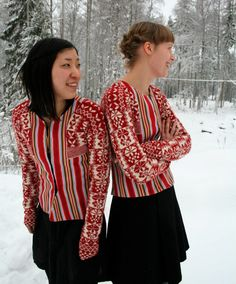 Textile project by Swedish textile students. Folk Fashion, Knitwear Fashion, Swedish Fashion, Fair Isle Knitting, Hand Knitting, Knitting Designs, Knitting Patterns, Knitting Projects, Girls Sweaters