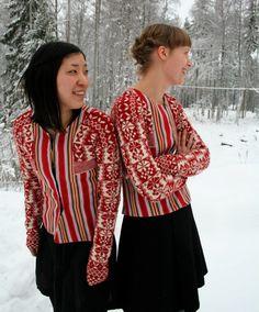 Rekonstruktion av tröja från Ovanåker i Hälsingland. Sätergläntan år 2, Stickning, Sömnad och Väv. Photo: Monica Hallén www.saterglantan.se