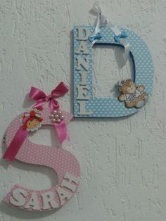 Letras de madeira decoradas c nome dentro . 19cm  Maternidade, cha de bebe, quarto infantil. Etc Www.facebook.com/palavraseletrasdecorativas