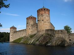 Europe Video Productions travel photo: Olavinlinna Medieval Castle in Savonlinna in Finland - Finnish lake region - East of Finland tourism Helsinki, Chateau Medieval, Medieval Castle, Beautiful Castles, Beautiful Places, Chateau Moyen Age, Photo Voyage, Finland Travel, Lapland Finland