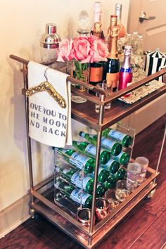 If you have interest in households then you must know about gold bar cart. There are some points to help you in finding the best bar cart from the market. Diy Bar Cart, Gold Bar Cart, Bar Cart Styling, Bar Cart Decor, Bar Carts, Trolley Cart, Outside Bars, Bar Furniture, My New Room