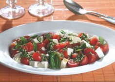 Tomatsalat med mozarella og pesto