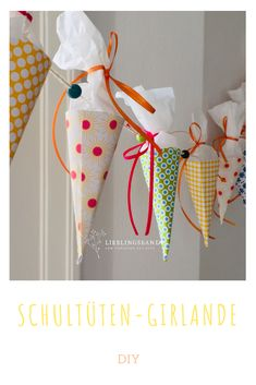 DIY Bastelidee & Deko Schultüten Girlande A simple DIY to make yourself: Decorative garland with mini sugar bags for schooling Perfect party decoration for the school party! day of school start start year … Diy Décoration, Easy Diy, Simple Diy, Diy And Crafts, Paper Crafts, Creative Crafts, Yarn Crafts, School Parties, Valentines Day Decorations