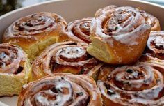Image discovered by Find images and videos about food and cinnamon roll on We Heart It - the app to get lost in what you love. Sweets Recipes, Apple Recipes, Cooking Recipes, Desserts, Holiday Recipes, Greek Sweets, Food Stamps, Best Food Ever, Icing Recipe