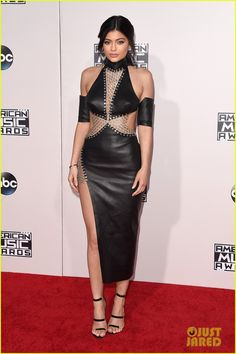 Kendall & Kylie Jenner Show Some Skin at the AMAs 2015!: Photo #3514671. Kendall Jenner shows off her new bangs on the red carpet at the 2015 American Music Awards held at the Microsoft Theater on Sunday (November 22) in Los Angeles.…
