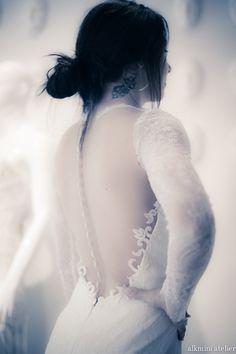 Alkmini atelier bridal fitting. http://www.alkmini.info/real-brides/