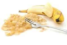 Thanks to the powerful properties of honey and bananas, you will prevent sore and inflamed throat, cough, and even stomach problems. Ingredients: 400 ml of boiling water 2 middle sized bananas with… Bananas, Healthy Life, Healthy Living, Stay Healthy, Persistent Cough, Cough Remedies, Banana Recipes, Natural Home Remedies, Natural Medicine