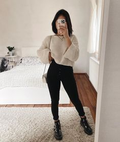 Women Casual Jeans Outfit Mens Stretch Jeans Checkered Jeans Casual Work Outfits 2019 High Rise Mom Jeans Casual Outfits For 60 Year Old Woman Nice Casual Wear For Ladies Casual Work Outfits, Cute Casual Outfits, Mode Outfits, Work Casual, Casual Jeans, Winter Fashion Outfits, Look Fashion, Fashion Fall, Fashion Women