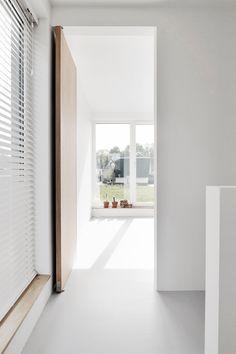 Houten taatsdeuren - Lilly is Love Interior Door Styles, Door Design Interior, Inside Doors, Internal Doors, Diy Door, Scandinavian Interior, Windows And Doors, Architecture Details, Sliding Doors