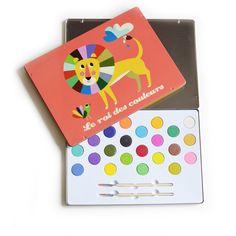 <p>Grande boite de peinture gouache Roi des couleurs très décorative avec 24 couleurs, ravissants dessins aux allures rétro d' Ingela P. Arrhenius sur la boite en métal, pour Vilac. Pour inventer de beaux dessins avec de belles couleurs. On aime le format généreux de cette boite de couleurs et toute la créativité qui s'en dégage !</p> <p></p> <p></p> <p><span><em><br /></em></span>&...