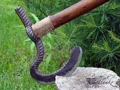 ax of steel reinforcement - Welding Projects about you searching for. Forging Knives, Blacksmithing Knives, Forging Metal, Metal Art Projects, Welding Projects, Metal Crafts, Zombie Weapons, Survival Weapons, Homemade Weapons