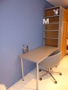 Simple hacks for a teen room – IKEA Hackers – Furniture Ideas Ikea Bookshelf Hack, Bookcase Desk, Ikea Office Hack, Kallax, Teen Room Furniture, Office Furniture, Furniture Ideas, Diy Home Decor For Teens, Lava