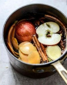One of the best things about autumn is the fresh smells of cinnamon, pumpkin and apples. Bring these natural scents into your home with these great DIY ideas. Home Scents, Fall Scents, House Smells, House Smell Good, Apple Slices, Autumn Home, Warm Home, Fall Crafts, Fall Recipes