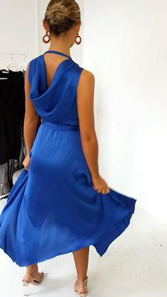 Hem Midi Dress in Royal - Looks femeninos. Satin Dresses, Elegant Dresses, Cute Dresses, Short Dresses, Prom Dresses, Summer Dresses, Blue Dress Casual, Classy Dress, Casual Dresses