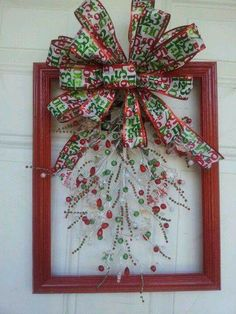 60 DIY Picture Frame Christmas Wreath Ideas that totally fits your Budget - Hike n Dip Christmas Door Wreaths, Easy Christmas Crafts, Christmas Projects, Simple Christmas, Christmas Decorations, Christmas Picture Frames, Christmas Frames, Christmas Pictures, Christmas Art